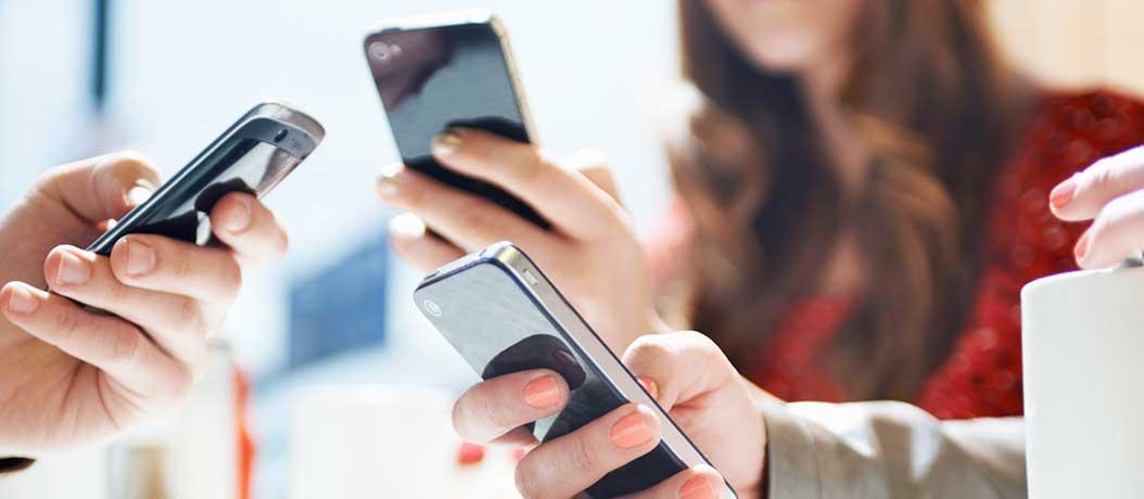 8 στους 10 Ευρωπαίους σερφάρουν μέσω κινητού